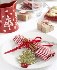 Cute gingham napkin tied up with a cinnamon stick & felt ornament. A lovely table for Christmas morning!