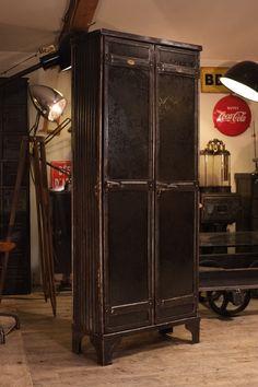Meuble d 39 atelier industriel d 39 usine ancien meuble for Vestiaire industriel ancien