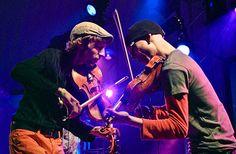 16.11. Teho. Teho. on ennakkoluuloton, humoristinen ja intensiivinen duo, jonka musiikissa yhdistellään saumattomasti suomalaista pelimanniviulismia, norjalaista hallingia, ruotsalaista polskaa, bepopia, western swingiä ja uutta, itsesävellettyä kansanmusiikkia ryyditettynä ankaralla svengillä.   #eckeröline #suomi100 #elämyslaineilla #msfinlandia