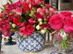 Vaso de porcelana azul pintado à mão