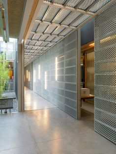 Perforated Metal Panels – Enhancing Your Interior Decor Perforated wall panels are commonly manufactured from aluminum, stainless steel, galvanized steel, Perforated Metal Panel, Metal Panels, Metal Wall Panel, Ceiling Design, Wall Design, Architecture Details, Interior Architecture, Steinmetz, Plafond Design