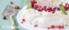Discover recipes, home ideas, style inspiration and other ideas to try. Mini Pavlova, Strawberry Pavlova, Köstliche Desserts, Chocolate Desserts, Delicious Desserts, Dessert Recipes, Pavlova Toppings, Cake Mixes Better, Mini Cheesecakes