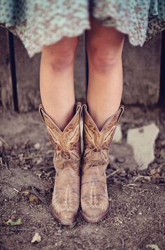 Cowgirl boots with a sundress - the perfect look for spring! #countrystyle #westernstyle #cowboyboots