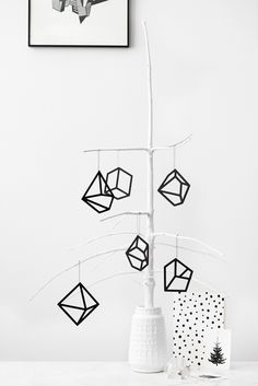 18 Black + White Holiday Decorations That'll Make You Forget About Red + Green via Brit + Co Modern Christmas, Christmas And New Year, White Christmas, Christmas Holidays, Christmas Crafts, Christmas Decorations, Christmas Trends, Scandinavian Christmas, Christmas Branches