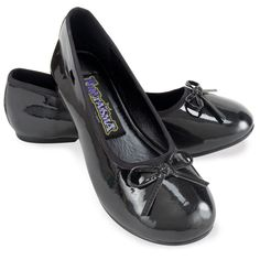 Ballet Flat (Black) Child Shoes Description: Black flats for a brilliant ballerina! She'll dance her way into your heart in these gleaming black flats with perky I Love Lucy Costume, Black Kids, Black Child, Black Ballet Flats, Black Flats, Ballet Shoes, Best Flats, Halloween Costume Accessories, Fall Capsule Wardrobe