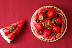 苺タルト Strawberry Sweets, Fruit Tart, Sweets Cake, Bread Cake, Japanese Sweets, Sweets Recipes, Cute Food, Food Photo, Sweets Images