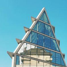 Blue triangle #architecture #geometry #igersmilano #igerslombardia #igersitalia #rsa_minimal #minimal