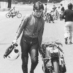 🏆 13 World Championships 🥇 90 GP victories 🏵 139 Podiums 💨 63 Fastest laps Legend! Ángel Nieto is one of the most succesful motorbike racers of all time. #AngelNieto #MotoGP #racing #vintage #retro #moto #motolovers #instamoto #motorbike #motorcycle #museum #Barcelona #Bassella  via ✨ @padgram ✨(http://dl.padgram.com)