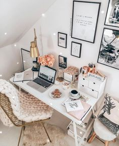 "SOCIETYGAL™ on Instagram: ""Okay, this work space is EVERYTHING 👏🏼 Anyone else feel like they can accomplish anything with a well decorated work space? We love having…"""
