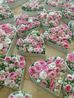 me ~ 29 Trendy flowers shop ideas bloemen Deco Floral, Floral Design, Love Flowers, Wedding Flowers, Pinterest Valentines, Valentines Flowers, Flower Boxes, Beautiful Roses, Flower Decorations