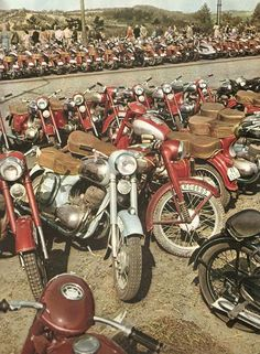 Vintage Horse, Vintage Bikes, Vintage Motorcycles, Cars And Motorcycles, Custom Bike Parts, Jawa 350, Side Car, Retro Bike, Motorcycle Engine