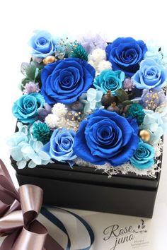Blue Rose Bouquet, Bouquet Box, Blue Roses, Flower Box Gift, Flower Boxes, Flower Crafts, Flower Art, Summer Wedding Bouquets, How To Preserve Flowers