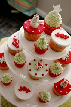 Some delicious ideas for decorating your Christmas cupcakes
