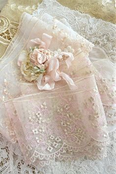 soft pink (ribbons and trims) ~ Ana Rosa Look Vintage, Vintage Shabby Chic, Vintage Lace, Vintage Pink, Blouse Vintage, Estilo Shabby Chic, Passementerie, Pearl And Lace, Lace Ribbon