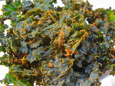 Alkaline Spicy Tomato Kale Chips - These alkaline raw vegan sun-dried tomato kale chips are super delicious and easy to make.