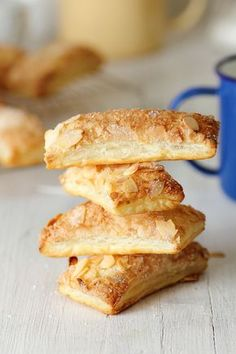 Kanela and Lemon: Almond Cookies and Puff Pan Dulce, Strudel, Cookie Recipes, Dessert Recipes, Mexican Bread, Tolle Desserts, Sweet Dough, Bread Machine Recipes, Sweets