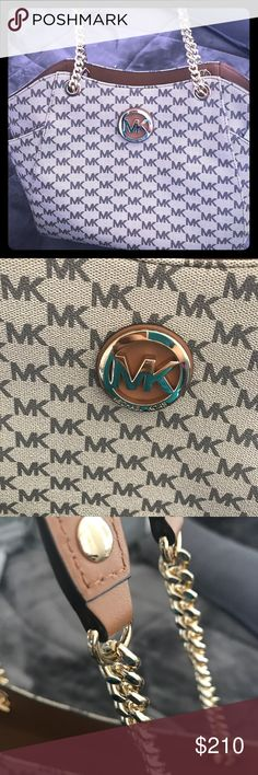 75d82a8f7b01 Beautiful new Michael Kors purse Beautiful large chain shoulder tote.  Beautiful new Michael Kors purse