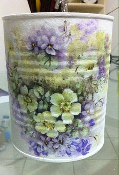 Aproveitando!! Tin Can Crafts, Dyi Crafts, Metal Crafts, Decoupage Furniture, Decoupage Art, Formula Can Crafts, Painted Trash Cans, Hobbies And Crafts, Arts And Crafts