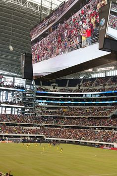 Dallas Cowboy Stadium - this place is amazing! Our seats were very high.no prob- thanks to the big screen! Texas Usa, Dallas Texas, Visit Dallas, Cowboys Stadium, Sports Stadium, Dallas Cowboys Football, Football Stadiums, Pittsburgh Steelers, Arquitetura