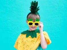 This adorable no-sew pineapple costume is quick and easy to make. Whip it up in under an hour and your little ones are ready to Diy Fruit Costume, Pineapple Costume Diy, Fruit Costumes, Diy Costumes, Diy Wedding Projects, Classroom Inspiration, Diy For Kids, Halloween, Creative