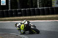 Elbow on the track. #msfoto #capturelife #canonpolska MOTOGP.PL #speed #supersport #yamahar6 Check out www.msfoto.pl :)