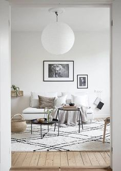 Beige and green - via Coco Lapine Design