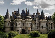 Vigny Castle in France Castle Ruins, Castle House, Medieval Castle, Fantasy Castle, Fairytale Castle, Beautiful Castles, Beautiful Buildings, Beautiful Architecture, Architecture Old