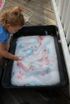 {Firework bubble fun} Great idea for a patriotic sensory bin. #4thofJuly #CampSunnyPatch
