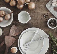 Deze combinatie van het Broste Copenhagen Grød servies met het nieuwe Hammered bestek zorgt voor een prachtige uitstraling op tafel. Ideaal voor een tijdloze interieurstijl. Broste Copenhagen