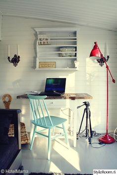 työhuone,työhuoneen sisustus,puulattia,tietokone,inspiraatio,työpöytä Desk, Furniture, Home Decor, Desktop, Decoration Home, Room Decor, Table Desk, Home Furnishings, Office Desk