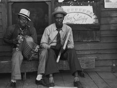 Russell Lee - Negro musicians playing accordion and washboard in front of store, near New Iberia, Louisiana (1938)
