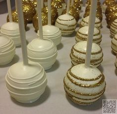 3. #Glittery Cake Pops - 27 Incredible Cake Pop #Designs ... → Food #Colada