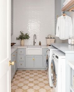 Studio McGee (@studiomcgee) • Instagram photos and videos Home Design Diy, Home Interior Design, House Design, Mudroom Laundry Room, Laundry Room Design, Laundry Room Inspiration, Interior Design Inspiration, Sweet Home, Kitchen Cabinets