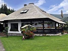 Case in stil traditional romanesc - cele mai frumoase poze Beautiful Homes, Beautiful Places, Traditional House, My Dream Home, Building A House, House Plans, House Design, Architecture, House Styles