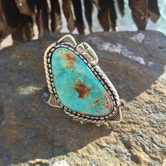 @soulbuni Arrow through my heart- Sterling silver ring. #buylocal #etsyjeweler #etsyhunter #etsyfind #sterlingsilver #turquoise #nevadaturquoise #stonemountain #turquoiseoverdiamonds #laketahoe #riojeweler #onmybench #oneofakind #mandiwood #laketahoe #cabs #gemstones #stonemountain #beautiful #etsyring #etsy www.etsy.com/shop/soulbuni