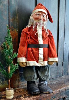 Here is a large antique straw filled cloth Santa Doll. Wearing his original velvet coat and hat with Green cotton pants this mask face Santa has hand painted features and fur beard. Old Christmas, Antique Christmas, Father Christmas, Christmas Toys, Christmas Things, Paper Mache Head, Primitive Country Christmas, Crochet Santa, Santa Wreath