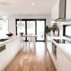 Perfect kitchen - White open plan kitchen dining room with French influence Open Plan Kitchen Living Room, Home Decor Kitchen, Home Kitchens, Dining Room, Open Plan Living, Wood Floor Kitchen, Kitchen Flooring, Wood Flooring, Floors
