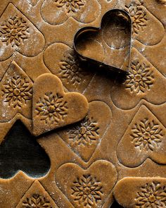 gingerbread biscuits in making, second batch already! The first lot disappeared very quickly! Christmas Feeling, All Things Christmas, Christmas Time, Christmas Goodies, Christmas Baking, Christmas Gingerbread, Gingerbread Cookies, In Natura, Biscuit Cake