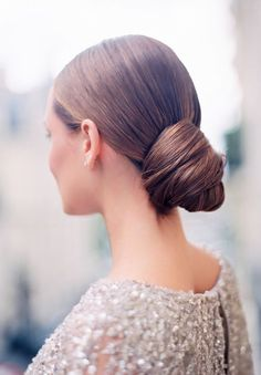 Wedding Hairstyles: 15 Oh So Romantic Bridal Updos - Knotted bun bridal updo Best Wedding Hairstyles, Cool Hairstyles, Bridal Hairstyles, Gorgeous Hairstyles, Hairstyle Ideas, Fringe Hairstyle, Party Hairstyle, Bob Hairstyle, Wedding Hair And Makeup