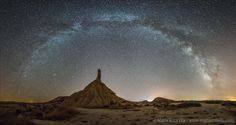 La Vía Láctea sobre el pico de Castildetierra, en las Bárdenas Reales, en una preciosa imagen de Maria Rosa Vila.