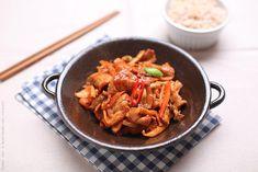 Le porc sauté pimenté à la sauce traditionnelle Go-chu-jang, est l'une des cuisines préférées des coréens, qu'ils soient jeunes ou plus agés.