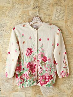 Vintage Floral Patterned Cardigan in Vintage-Loves-sheer-warmth