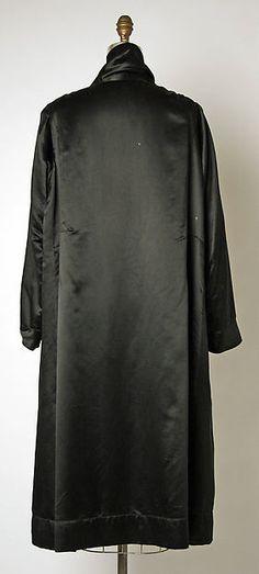 Evening coat (image 2)   House of Chanel   France; Paris   1920   silk   Metropolitan Museum of Art   Accession #: 1993.285.1