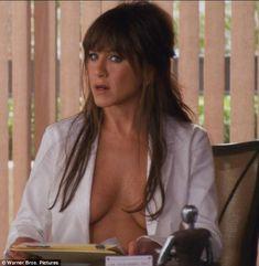 Jennifer Aniston bosom in Horrible Bosses