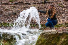 Időszakos karsztforrások léptek működésbe a Bükki Nemzeti Parkban. A víz gejzírszerűen tört fel a földből – számolt be róla a hvg.hu.