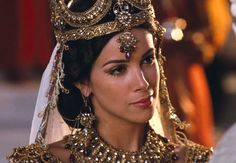 One Night with the King - Hadassah's / Queen Esther's wedding and coronation gown - Jewelry details
