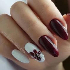 Here is a tutorial for an interesting Christmas nail art Silver glitter on a white background – a very elegant idea to welcome Christmas with style Decoration in a light garland for your Christmas nails Materials and tools needed: base… Continue Reading → Creative Nail Designs, Creative Nails, Nail Art Designs, Nails Design, Beautiful Nail Art, Gorgeous Nails, Pretty Nails, Burgundy Nails, Deep Burgundy