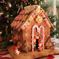 zo maak je zelf een koekhuis #recept #kerstmis - how to make a gingerbread house #xmas #food #kids - recipe & free template on www.moodkids.nl