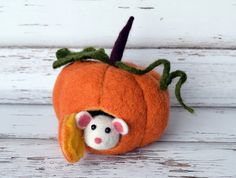 Hey, I found this really awesome Etsy listing at https://www.etsy.com/ru/listing/286879835/felted-pumpkin-cute-mouse-dollhouse