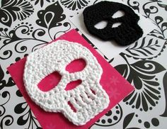 Crochet Skulls. Add colors, borders, and other elements to create Dia de Los Muertos skulls! #dayofthedead
